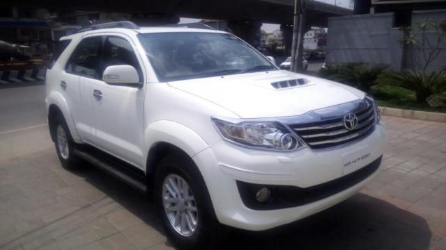 Toyota Fortuner 4x2 AT 2012