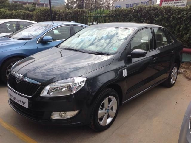 Skoda Rapid Ambition Plus 1.6 MPI MT 2013