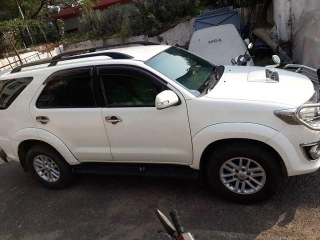 Toyota Fortuner 2.5 4x2 MT TRD Sportivo 2012