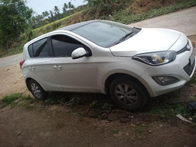 Hyundai i20 Sportz 1.4 CRDi 6 Speed BS-IV 2014